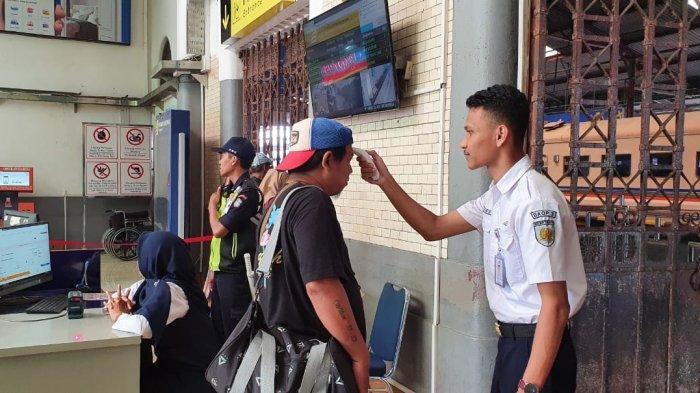 Terapkan Physical Distancing, PT KAI Daop 3 Cirebon Batasi Jumlah Penumpang Kereta Api