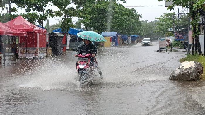 Dua Jam Diguyur Hujan Deras, Sejumlah Ruas Jalan Pusat Kota Indramayu Banjir
