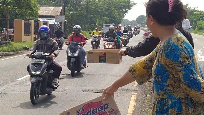 DUH Korban Banjir Terpaksa Mengemis di Jalur Pantura Indramayu, Demi Bisa Makan di Pengungsian