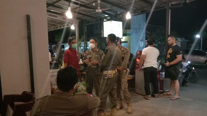 Ratusan Pengunjung Kafe Asyik Bermalam Minggu di Indramayu Berhamburan, Dibubarkan Paksa Satpol PP