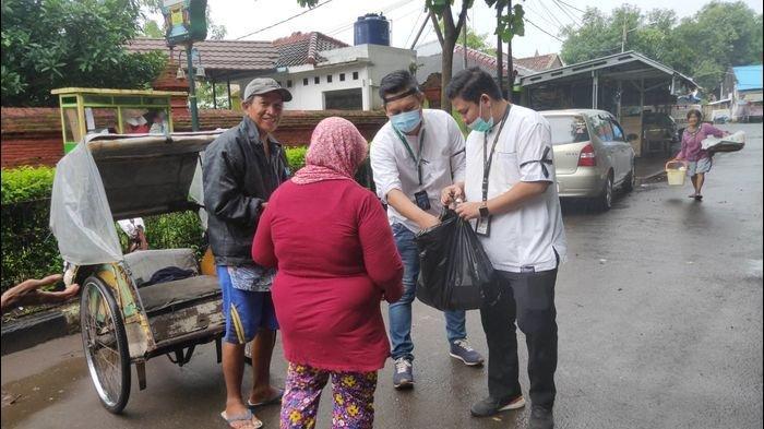 Tolak Holding Ultra Mikro, Karyawan Pegadaian se-Cirebon Bagikan Sarapan Serentak