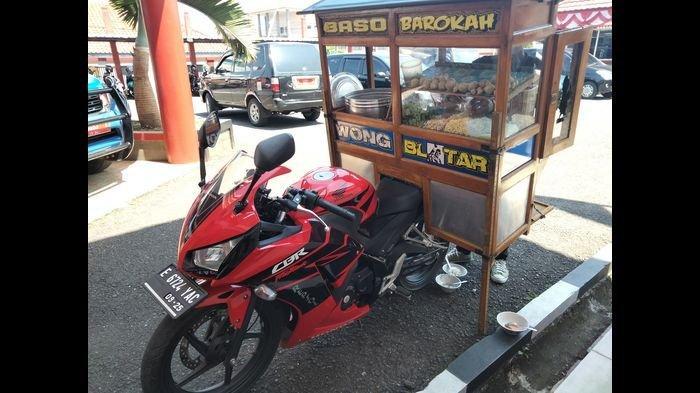 VIRAL di Kuningan Penjual Baso Keliling Pakai Motor Gede Seharga Rp 70 Jutaan, Berapa Harga Basonya?