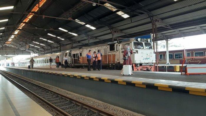 Jalur Terendam Banjir, 11 Perjalanan KA di Wilayah Daop 3 Cirebon Dari dan Menuju Jakarta Dibatalkan
