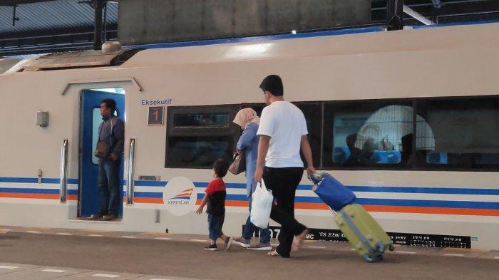 PT KAI Daop 3 Cirebon Sebut 45 Kereta Api Beroperasi Setiap Harinya Selama Akhir Pekan Ini