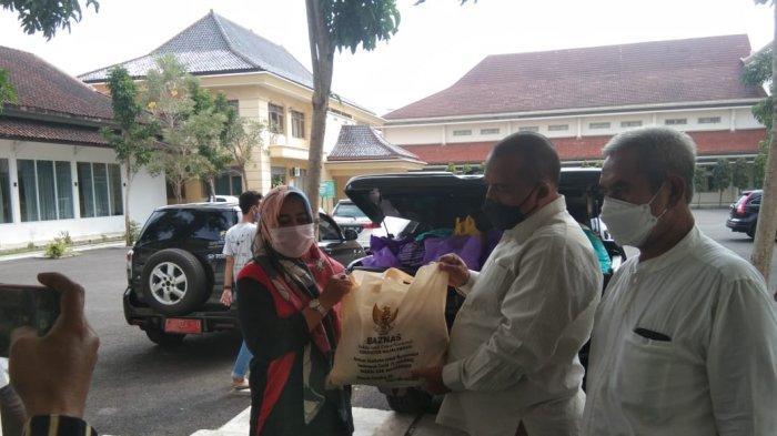 Baznas Majalengka Bagikan 5.000 Paket Sembako untuk Warga yang Sedang Jalani Isolasi Mandiri