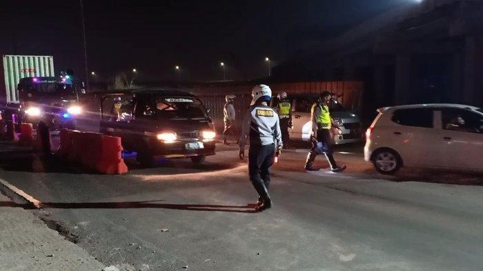 Hingga Kamis Malam, 350 Kendaraan Pemudik Diputar Balik di GT Cileunyi, Mobil Boks & Truk Diperiksa