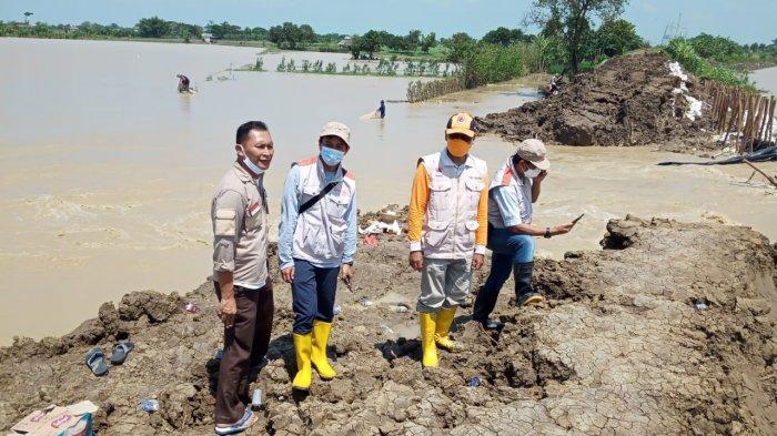 Baru Dilantik Jadi Bupati Indramuyu, Nina Agustina Hadapi Banjir di Rumahnya, Tanggul Sungai Jebol