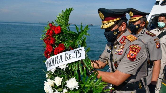 Peringati Hari Bhayangkara ke-75, Kapolda Jabar Pimpin Upacara Tabur Bunga di Perairan Cirebon