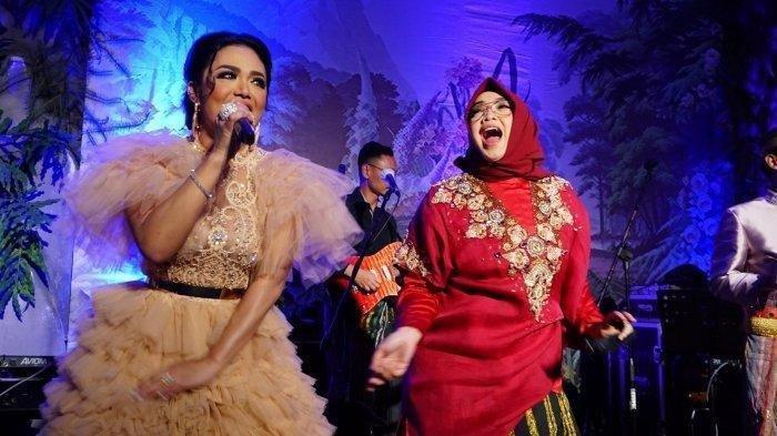 Anang Hermansyah Salah Tingkah Saksikan Krisdayanti Tampil di Indonesian Idol, Para Juri Menggodanya