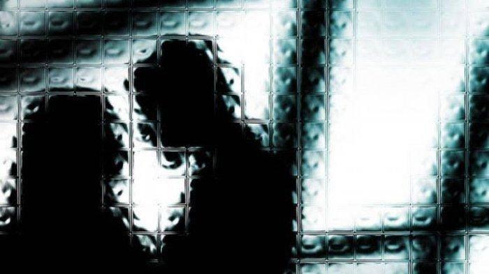 Pura-pura Pergi Kerja, Suami Intip Istrinya Lagi Main Gila dengan Tetangga, Teriak Lalu Membacok