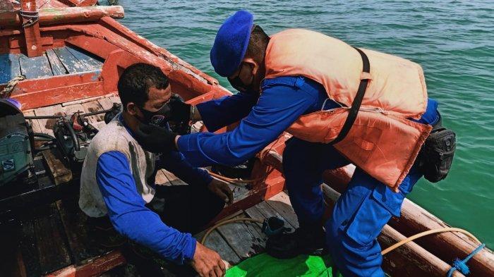 Ditpolairud Polda Jabar Patroli Keliling Perairan Cirebon Sambil Sosialisasikan Protokol Kesehatan