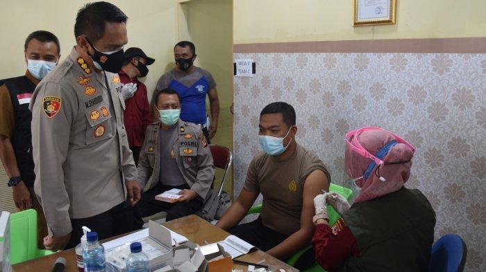 Ratusan Personel Polresta Cirebon Jalani Vaksinasi Covid-19