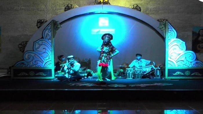 Seniman di Indramayu Bahagia Bisa Tampil di Panggung Lagi, Sempat Menganggur Gara-gara Corona