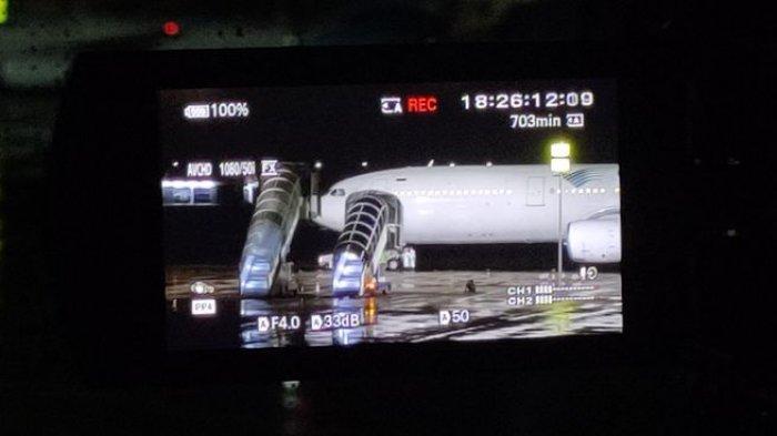 69 WNI dari Jepang Tiba di Bandara Kertajati, Tim Kesehatan Langsung Menyebar di Sekeliling Pesawat