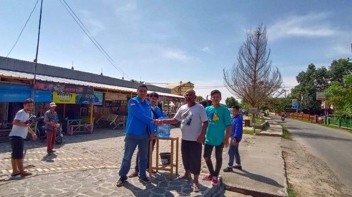 Antisipasi Penyebaran Covid-19, Pemuda Tangkal Corona Membuat Wastafel Portable untuk Umum