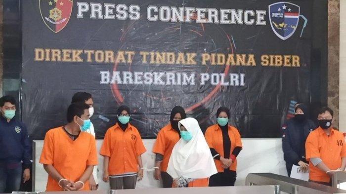 Polisi Ungkap Percakapan Grup WA KAMI Medan, 'Jarah Pertokoan China dan Rumah-rumahnya'