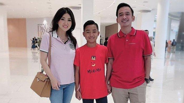 Betrand Peto Resmi Pakai Pakai Nama Cina, Namanya Jadi Huang Sheng Bao, Disambut Fans di Cileungsi