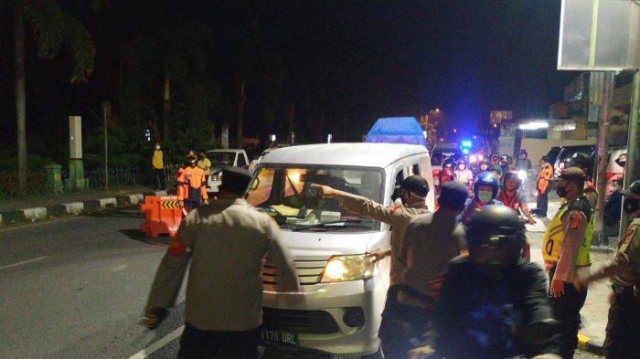 Travel Gelap Pelat E Terjaring Operasi Penyekatan di Kuningan, Ketahuan Bawa Pemudik Asal Bekasi