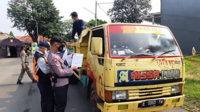 Demi Mudik ke Kuningan, Warga Jakarta Nekat Sembunyi di Truk yang Ditutupi Terpal, Ketahuan Petugas