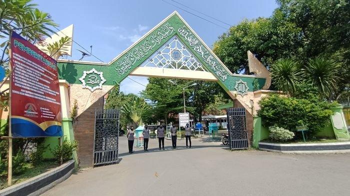 Banyak Jemaah Kecele, Menyangka Salat Jumat Sudah Bisa, Sampai Masjid Agung Indramayu Pulang Lagi