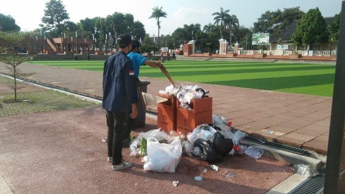Pengunjung Abaikan Kebersihan, Alun-alun Majalengka Dipenuhi Sampah, Sorenya Jadi Tempat Ngabuburit