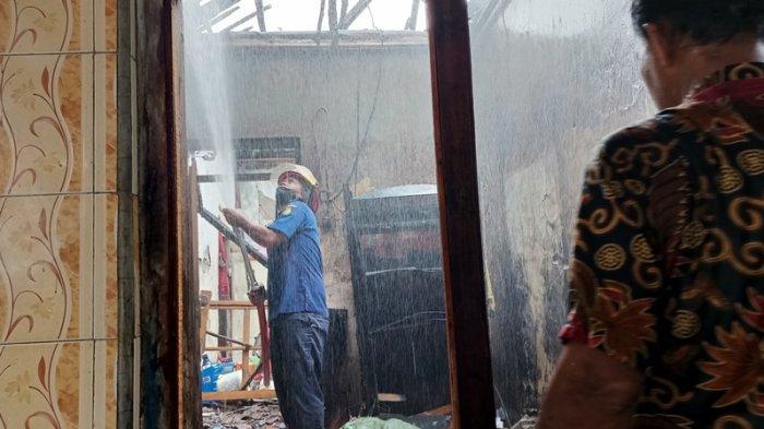 Rumah Rina Warga Indramayu Terbakar, Penyebabnya TV di Kamarnya Tiba-tiba Meledak