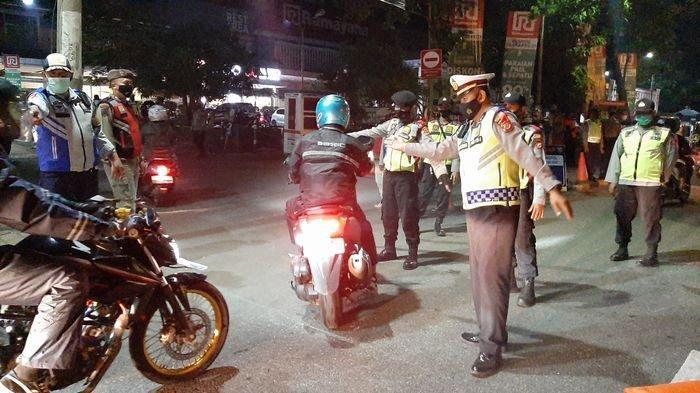 Pemudik Nekat Berangkat Dini Hari, Petugas Pos Penyekatan di Cirebon pun Ditambah 3 Kali Lipat