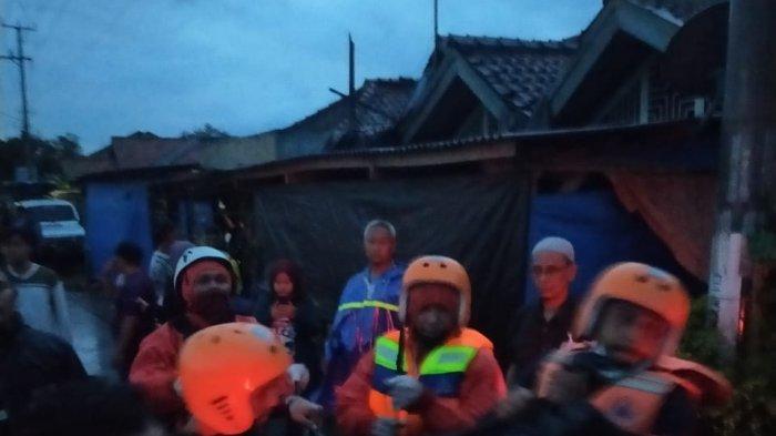 Saat Proses Evakuasi, Petugas Temukan Dua Warga di Indramayu Meninggal Dunia di Tengah Banjir