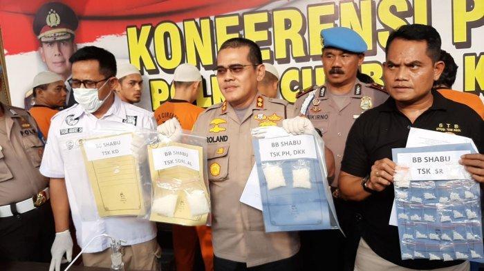 Pemuda di Cirebon Kepergok Sedang Mengemas Sabu-Sabu untuk Diedarkan, Langsung Ditangkap Polisi