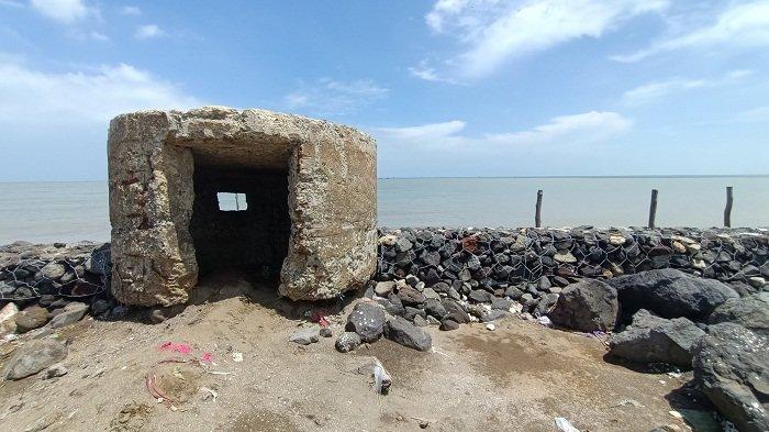 Pillbox atau Bunker perlindungan tentara masa penjajahan Belanda yang berada di Desa Dadap, Kecamatan Juntinyuat, Kabupaten Indramayu Minggu (20/12/2020).