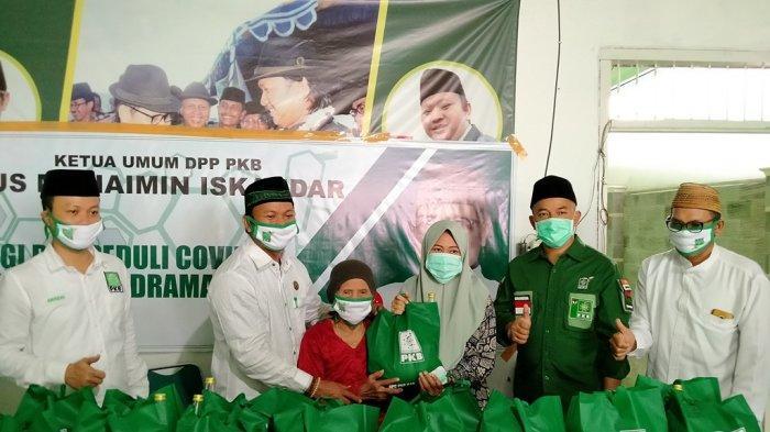Masyarakat Terdampak Covid-19 di Indramayu Dapat Bantuan Sosial, Kali Ini Dari DPC PKB Indramayu