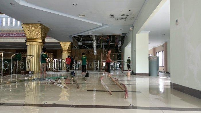 Detik-detik Plafon Masjid Islamic Center Indramayu Runtuh, Jemaah Lagi Zikir Ada Suara Kretak-kretak