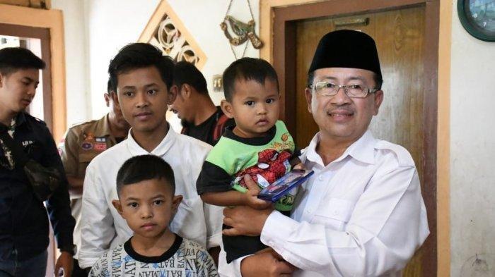 Ayah dan Ibu Tewas Digigit Ular, 4 Anak Ini Huni Rumah Butut, Plt Bupati Cianjur Beri Bantuan