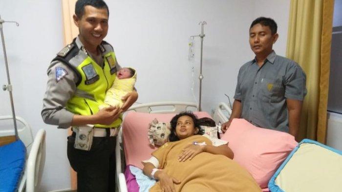 Kisah Heroik 2 Polisi Lalu Lintas Tolong Ibu Hamil yang Terjebak Kemacetan