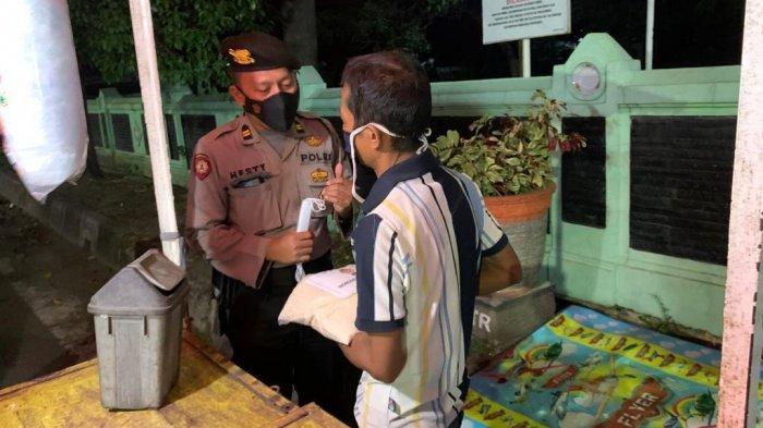 Penjual Gorengan dan Angringan Kaget Didatangi Petugas Polresta Cirebon, Diberi Sembako Lalu Tutup