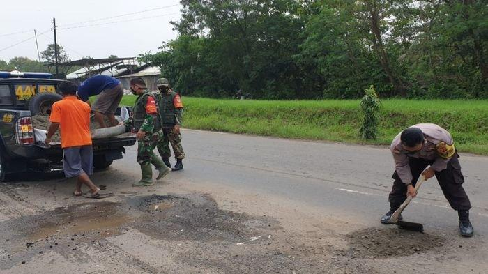 Akibat Cuaca Ekstrem, 20 Kilometer Jalan di Kabupaten Majalengka Jadi Rusak Bolong-bolong