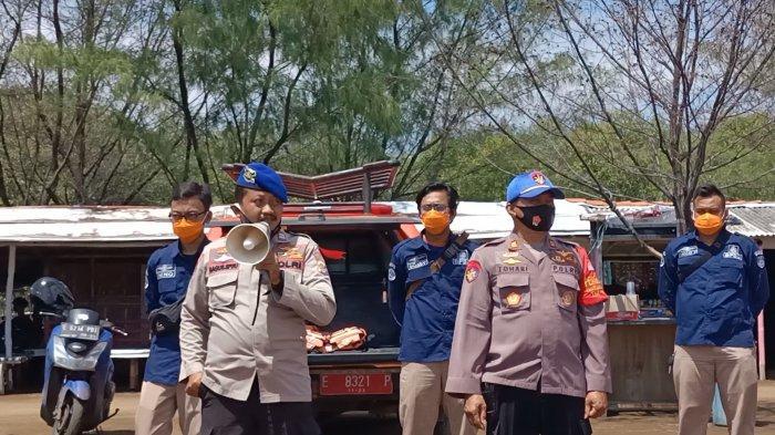 Polisi Datangi Satu per Satu Wisatawan di Pantai Karangsong Indramayu, Tegur yang Tak Patuh Prokes