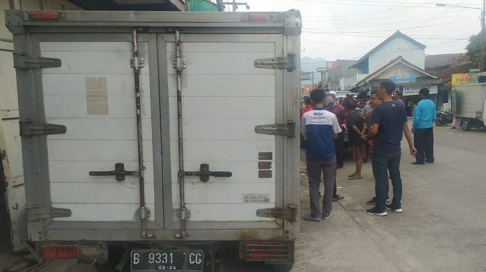 Tiba-tiba Mobil Pikap Ini Oleng, Tabrak 5 Motor dan 2 Grobak di Kota Sukabumi, Begini Nasib Korban