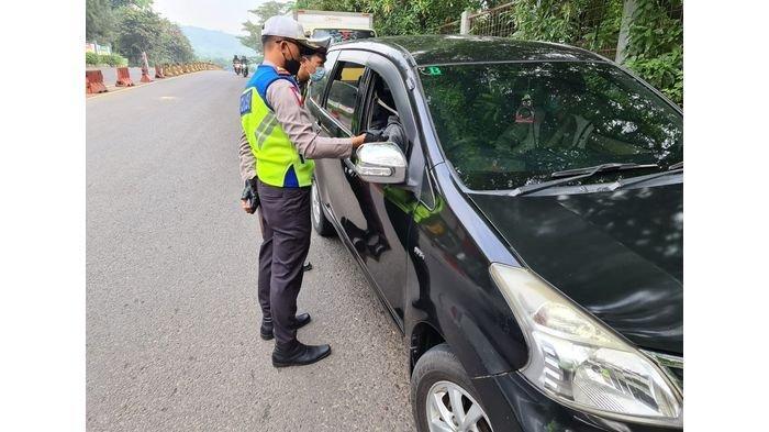 Polisi Mulai Lakukan Penyekatan Larangan Mudik di Gerbang-gerbang Tol di Purwakarta