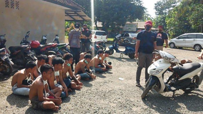 Polisi di Purwakarta Tangkap 4 Pria di Bawah Umur Pelaku Pemerasan dan Ancaman dengan Senajata Tajam