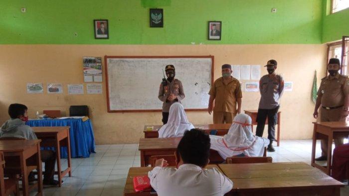 Polsek Cigasong Polres Majalengka sambangi sekolah di wilayah hukumnya untuk sosialisasikan 3M