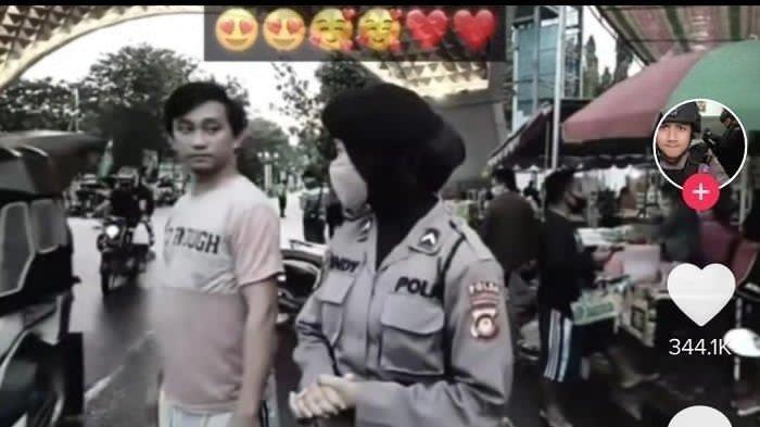 Bak Adegan Drama Korea, Polwan ini Saling Tatap Mata dengan Seorang Pemuda, Netizen Jadi Baper