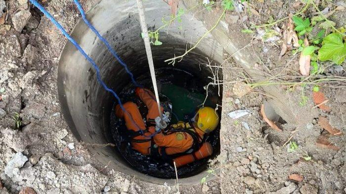 Hilang Dua Hari Tukang Kebun Ditemukan Tewas di dalam Sumur, Pos SAR Cirebon Evakuasi Korban