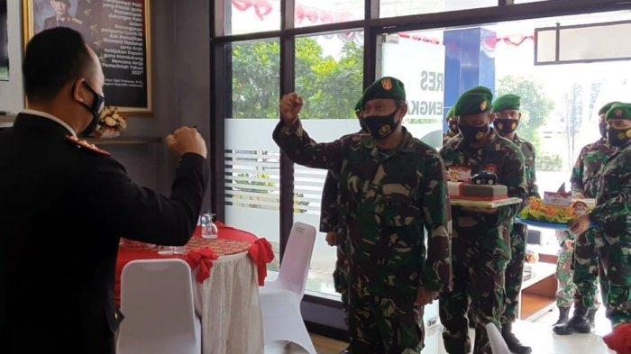 Prajurit TNI Serbu Lobi Mapolres Majalengka, Beri Kejutan di Hari Bhayangkara, Ini Respon Kapolres