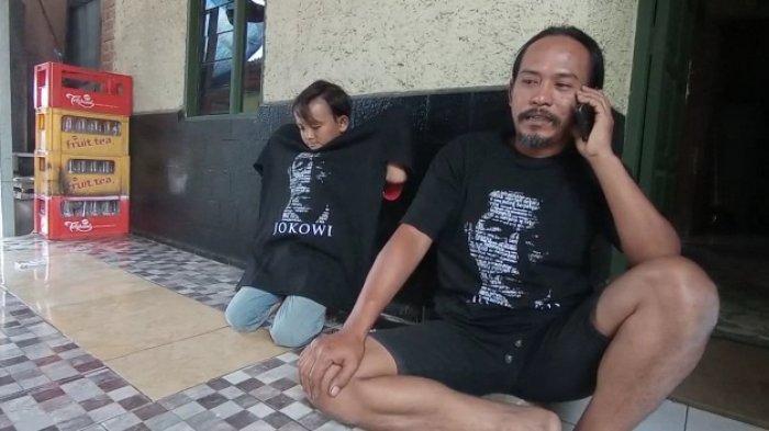 Pengakuan Pria yang Nekat Nyebur ke Saluran Air Ambil Kaus Jokowi Saat Kunjungan Presiden ke Cirebon