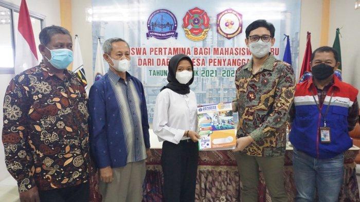 Proyek Petrochemical di Indramayu akan Dimulai 2027, Pertamina Bagikan Beasiswa untuk 30 Siswa