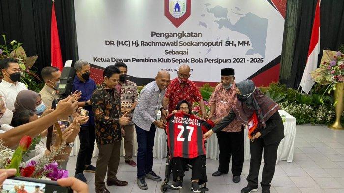 Rachmawati Soekarnoputri Dikukuhkan Jadi Ketua Dewan Pembina Persipura, Adik Megawati Ini Menangis