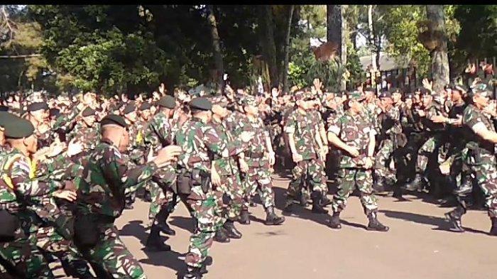 Nyanyikan Yel-yel Penyemangat, 450 Personel Raider 300 Bersiap ke Perbatasan Papua