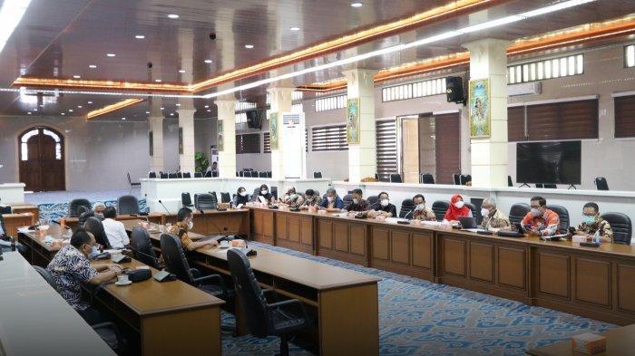 Libatkan Pimpinan BUMD dan Pemkot Cirebon, Pansus DPRD Bahas Hasil Evaluasi Gubernur
