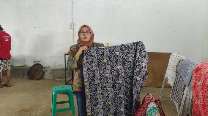 Ratna Dewiyani, perajin batik asal Majalengka denga omzet mencapai Rp 15 miliar per tahun.